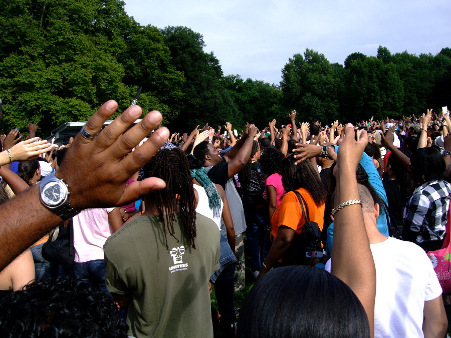 Hands in the air for MJ
